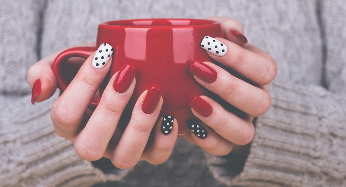 Colores de uñas que van sí o sí con tu outfit de fiesta. Foto: Shutterstock