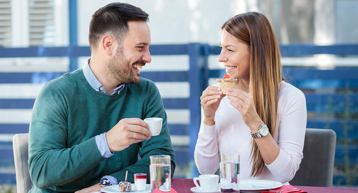 ¡Atrapadas! Las chicas aceptan citas solo para comer gratis. Foto: Shutterstock