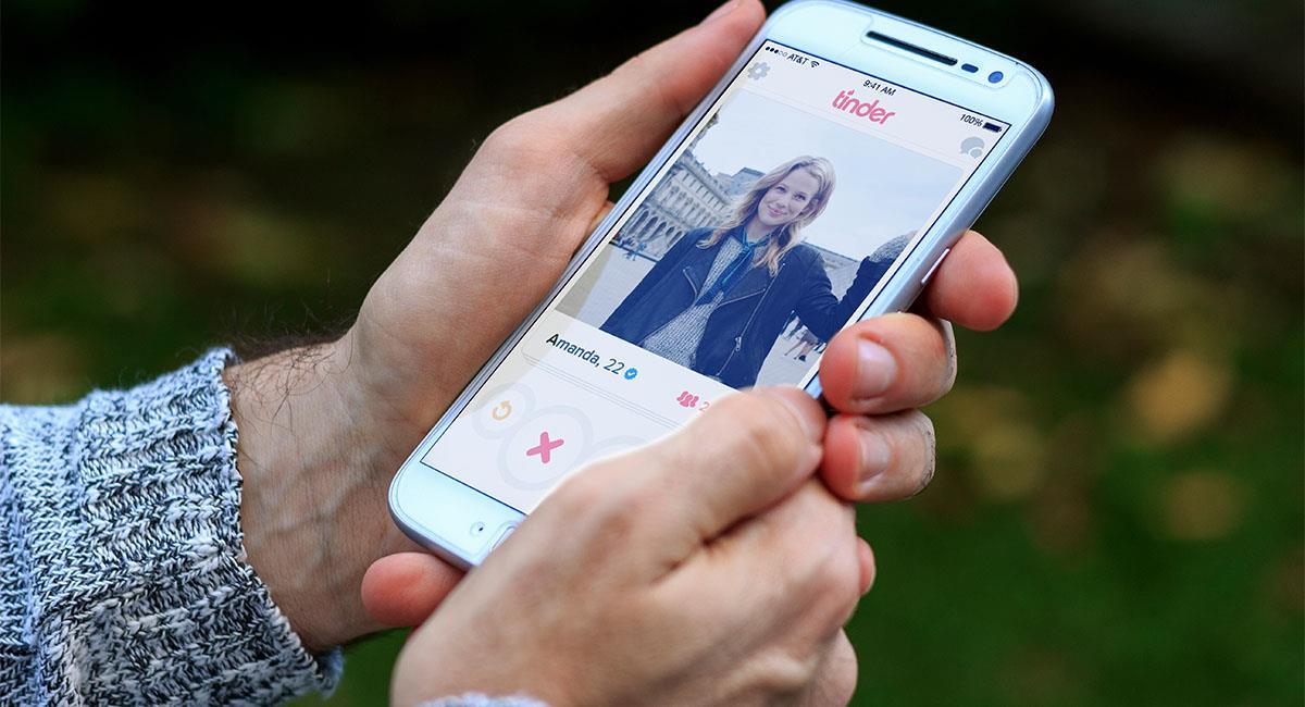 Crea perfil de Tinder para su novia y se asusta con la competencia. Foto: Shutterstock